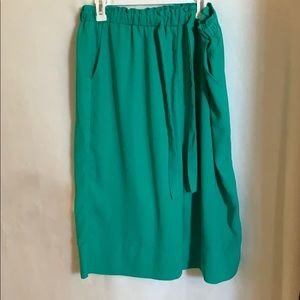 Super cute green crop pants! With pockets!